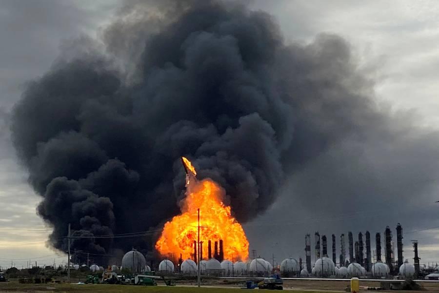 Desalojan a 60 mil residentes en Texas por segunda explosión de planta química