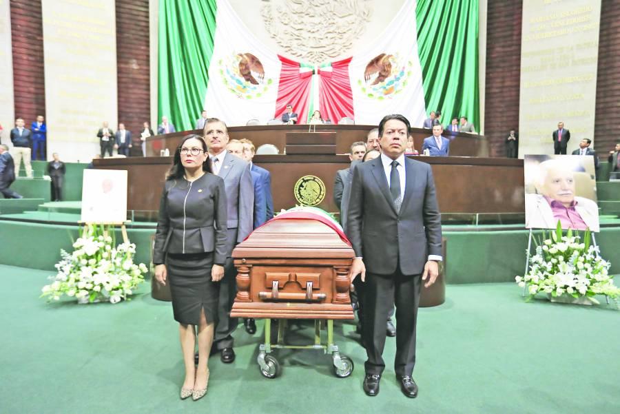 Rinden homenaje de cuerpo presente a diputado en el pleno