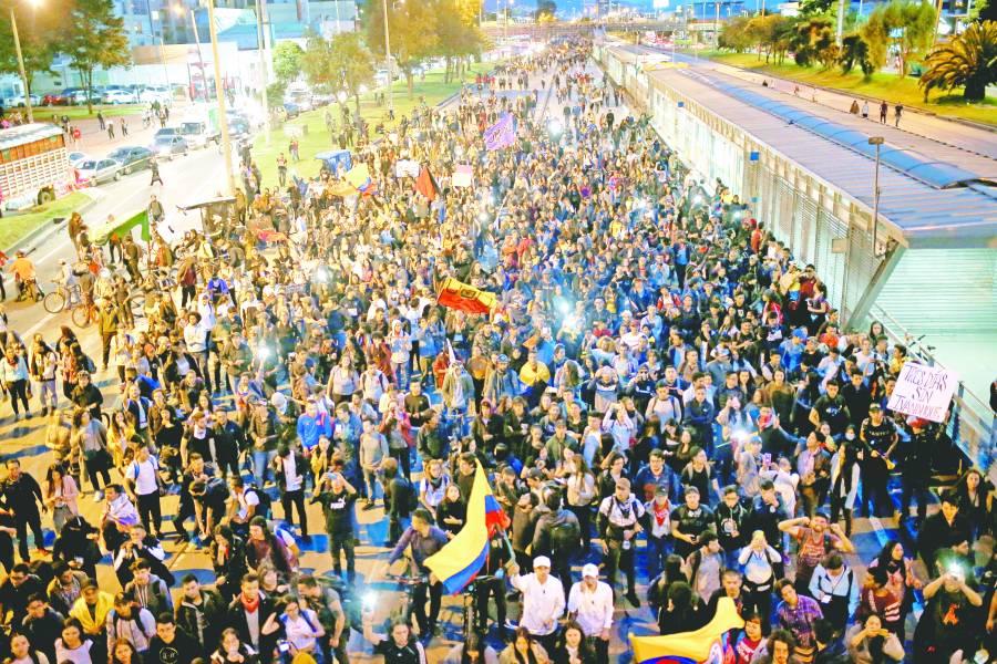 Colombianos regresan  a paro sin violencia