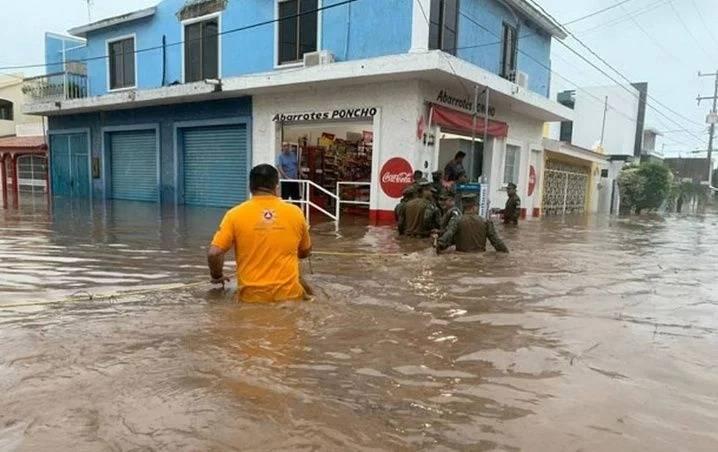 Se registran fuertes lluvias en Sinaloa y prevén baja en las temperaturas