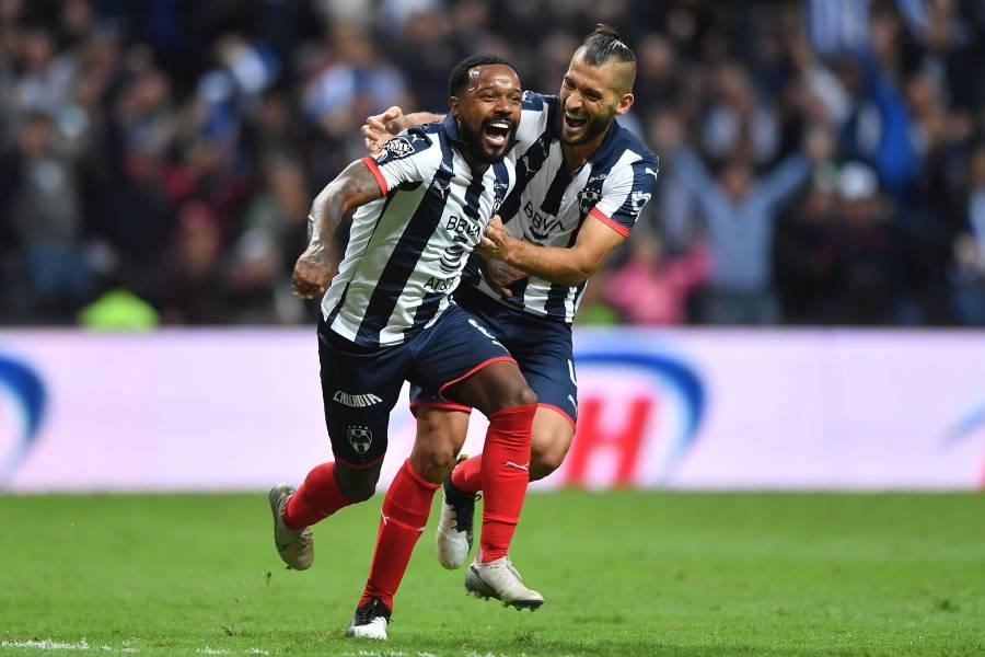 Monterrey sorprende al líder con goleada y sueña con semifinales