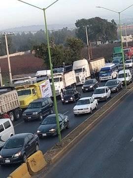 Sindicalistas bloquean la México-Pachuca hacia la CDMX