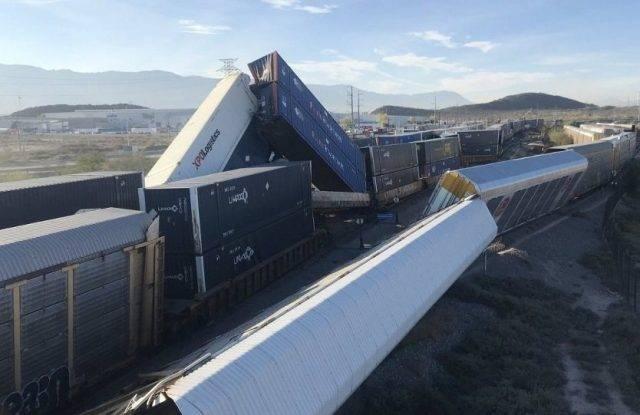 Chocan trenes y se descarrilan en Coahuila; no hay lesionados