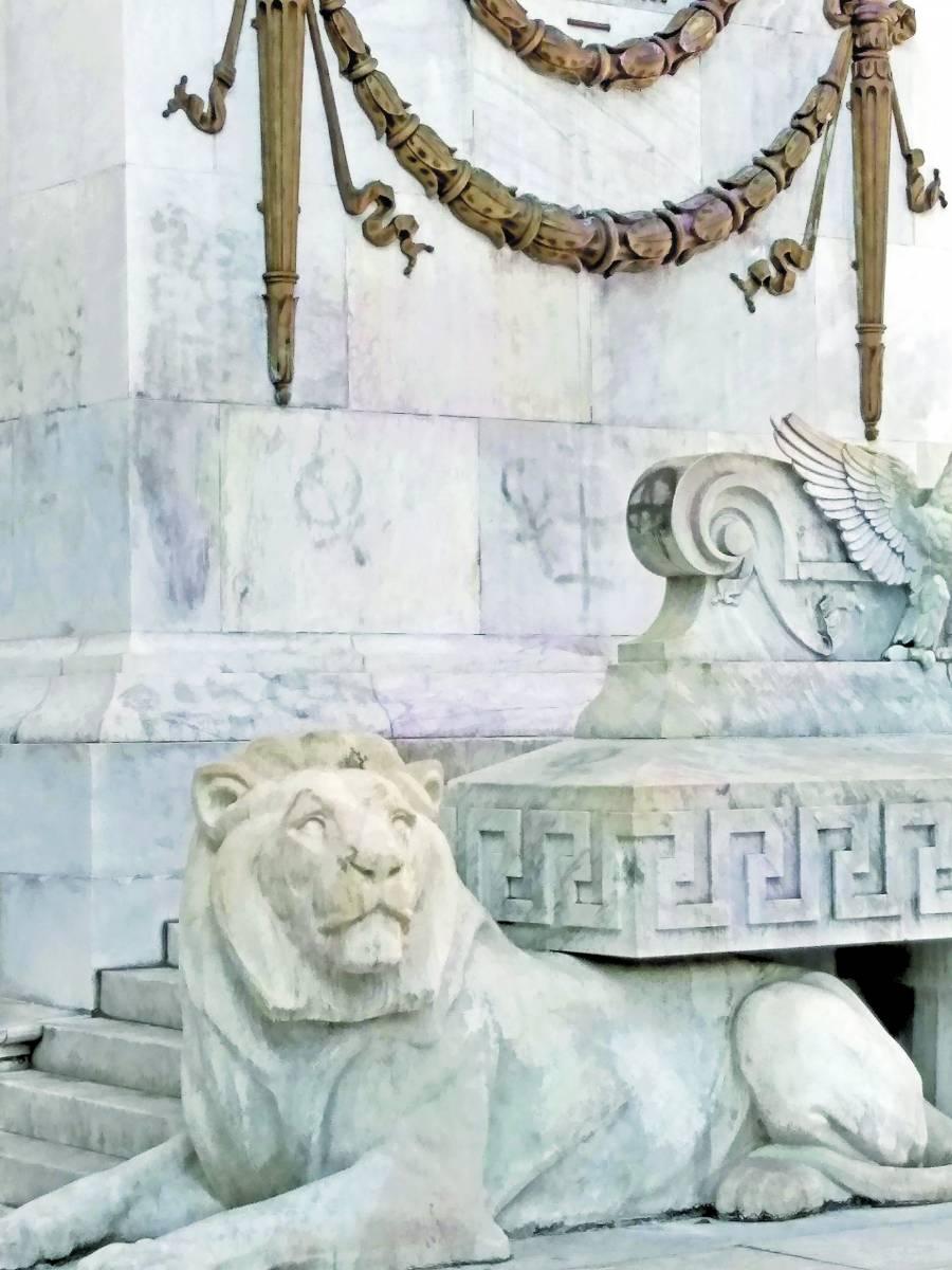 Estiman que limpieza profunda de esculturas en Reforma cueste 4 mdp