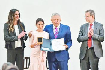 Sin categoría profesional, entregan Premio Nacional del Deporte