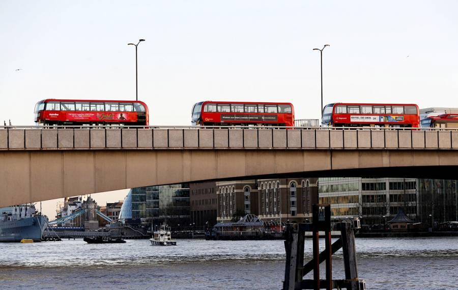 [Video] Policía abate a hombre en Puente de Londres tras apuñalamiento