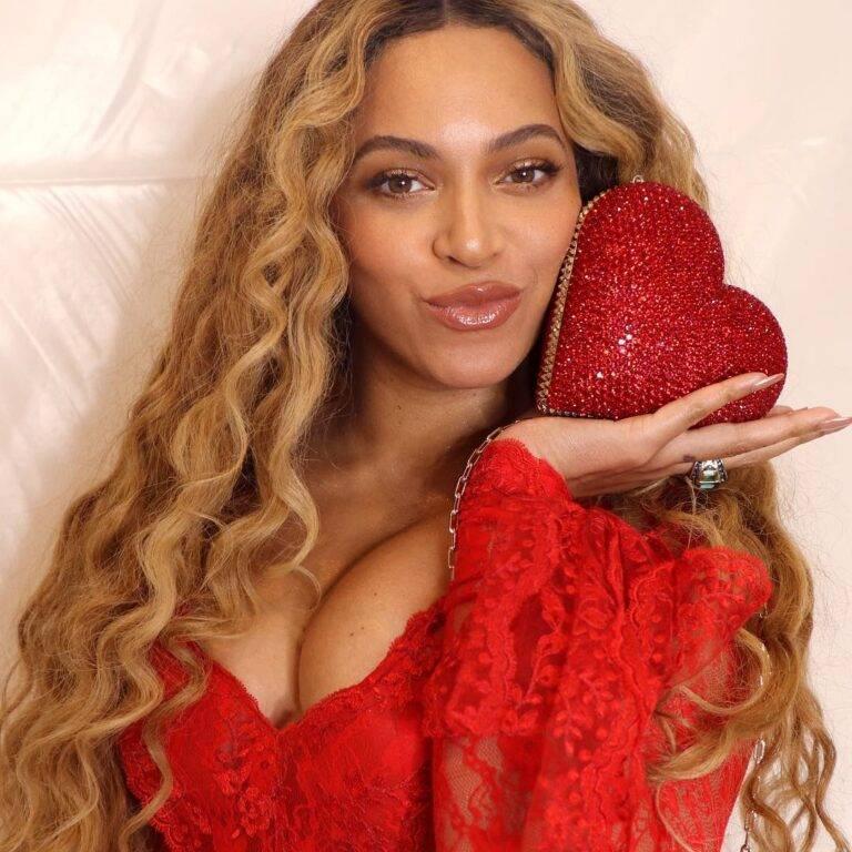 Beyoncé presenta colección navideña