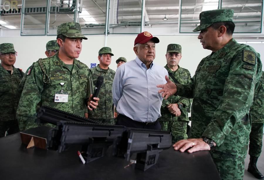 Genera el Presidente polémica al llegar a bordo de una camioneta a Puebla