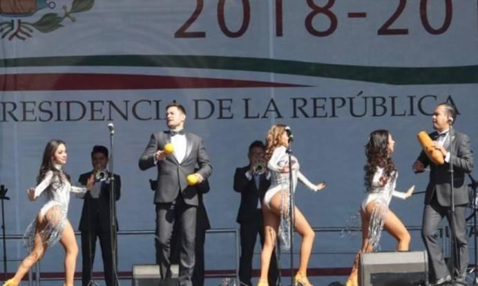 Enciende ánimos la Sonora Santanera, durante ceremonia del primer año de Gobierno