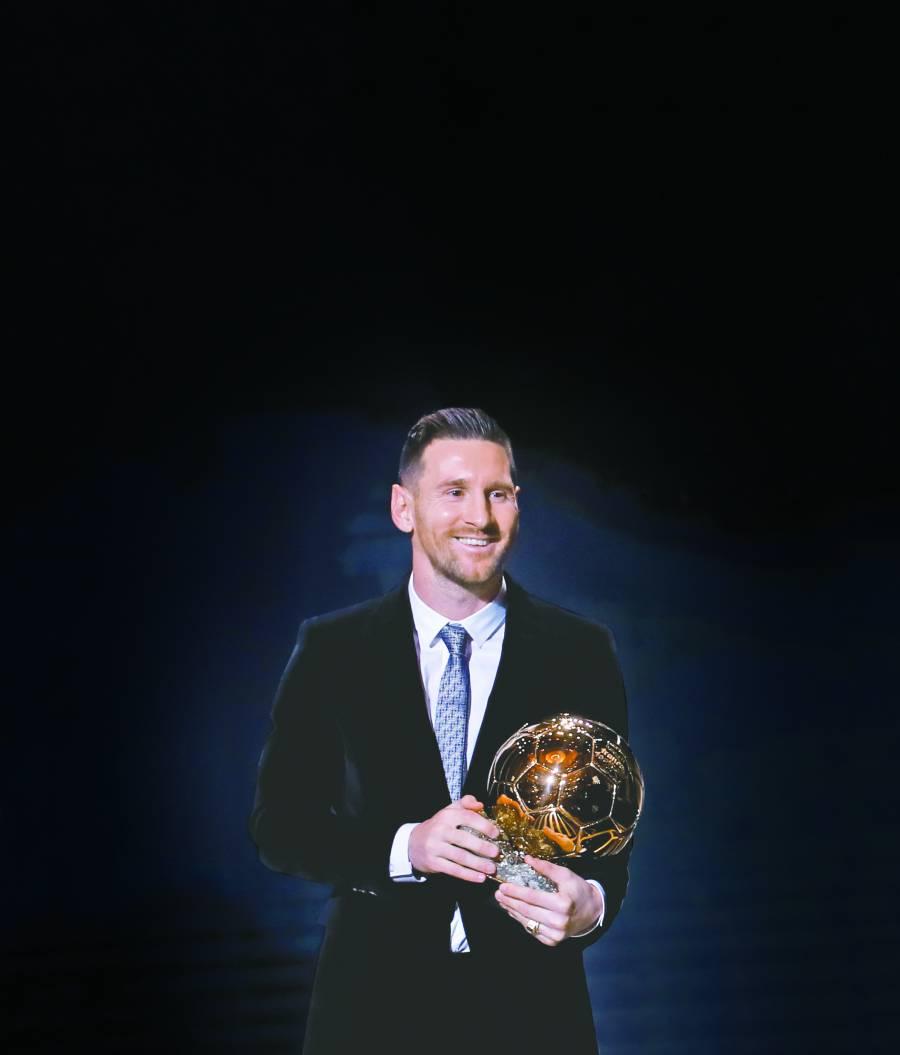 Messi recibe su sexto Balón de Oro y supera a Cristiano
