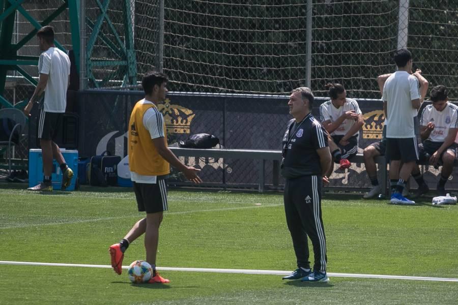Raúl Jiménez, se corona como el jugador del mes