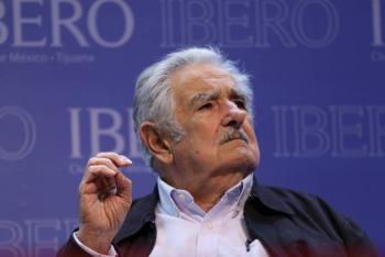 Mujica descarta opinar sobre AMLO en visita a la Ibero