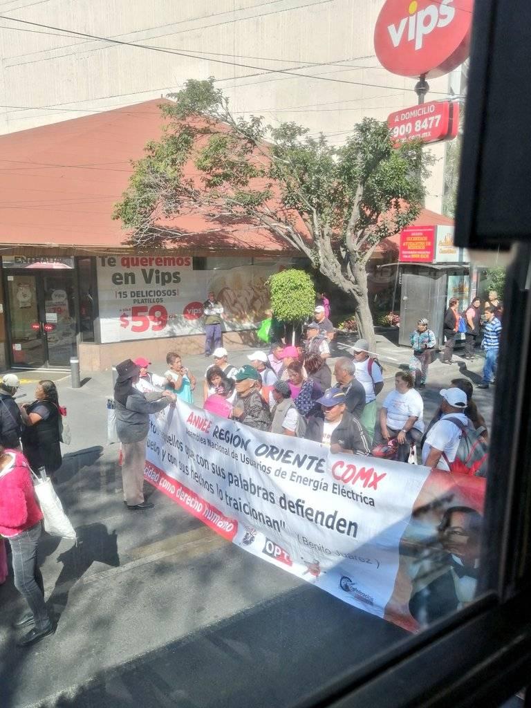 Marchan Integrantes de la ANUEE hacia la SENER