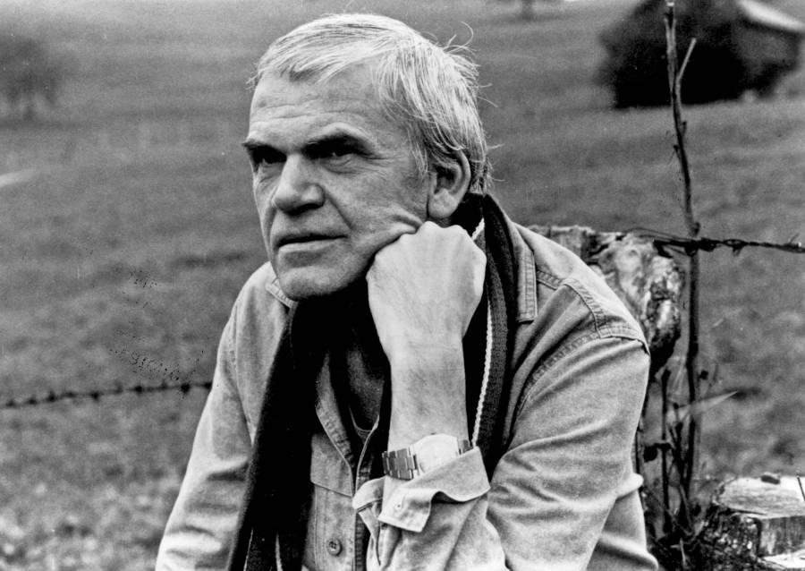 Milan Kundera recupera la ciudadanía checa.