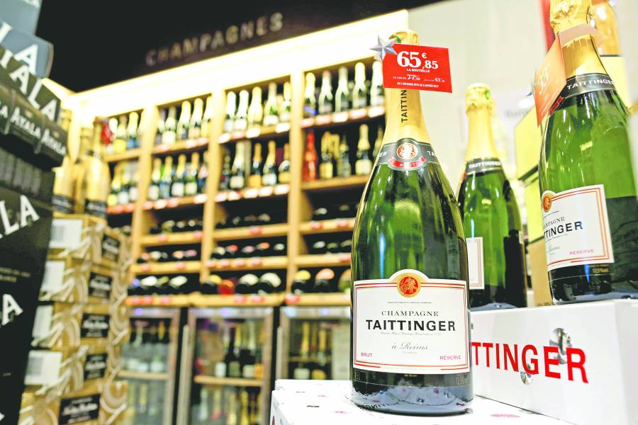 Francia combate aranceles de EU a su champán y quesos