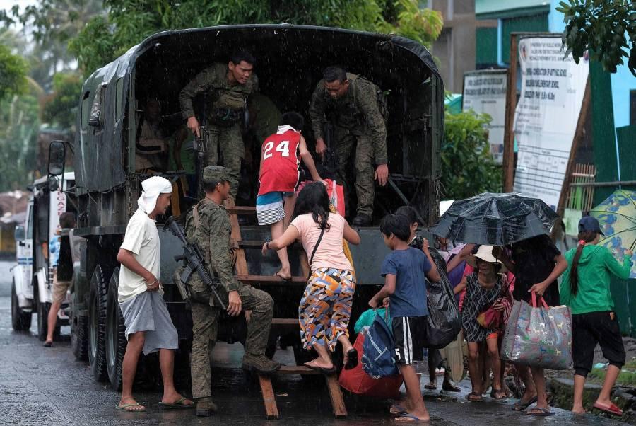 17 muertos deja el tifón Tisoy a su llegada al sur de Filipinas