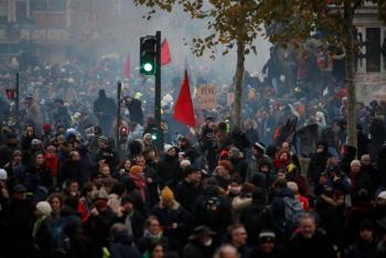 Protestan contra reforma de pensiones presentada por Macron