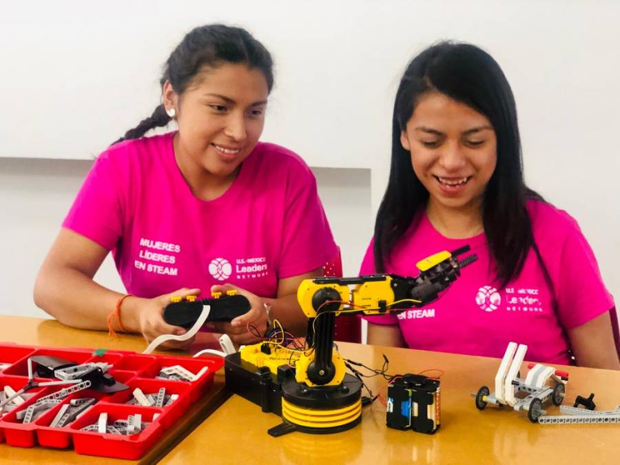 Empoderan a jóvenes en la ciencia y tecnología
