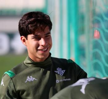 Olympique de Lyon quiere la cesión de Diego Lainez