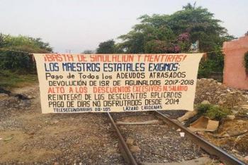 Toma la CNTE vías del tren en Lázaro Cárdenas