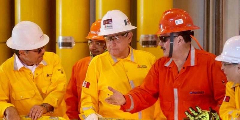 Informa AMLO que Pemex comprará siete plataformas para explorar en el Golfo