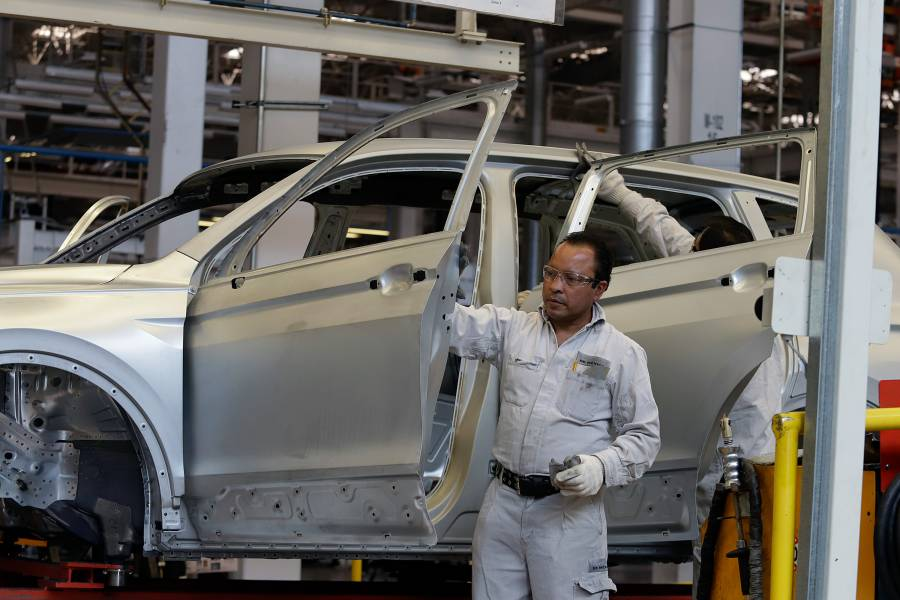 Reportan caída de ventas de autos pesados por quinto mes consecutivo