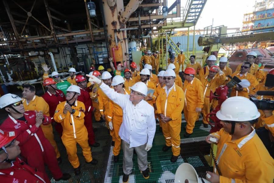 AMLO recorre instalaciones en la Sonda de Campeche