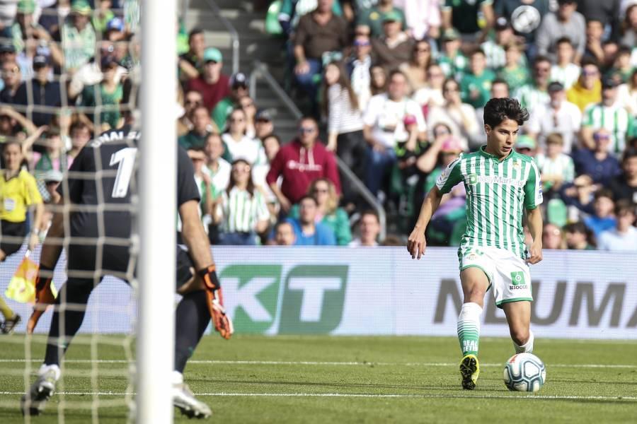 Diego Lainez vuelve a ser titular después de 10 meses