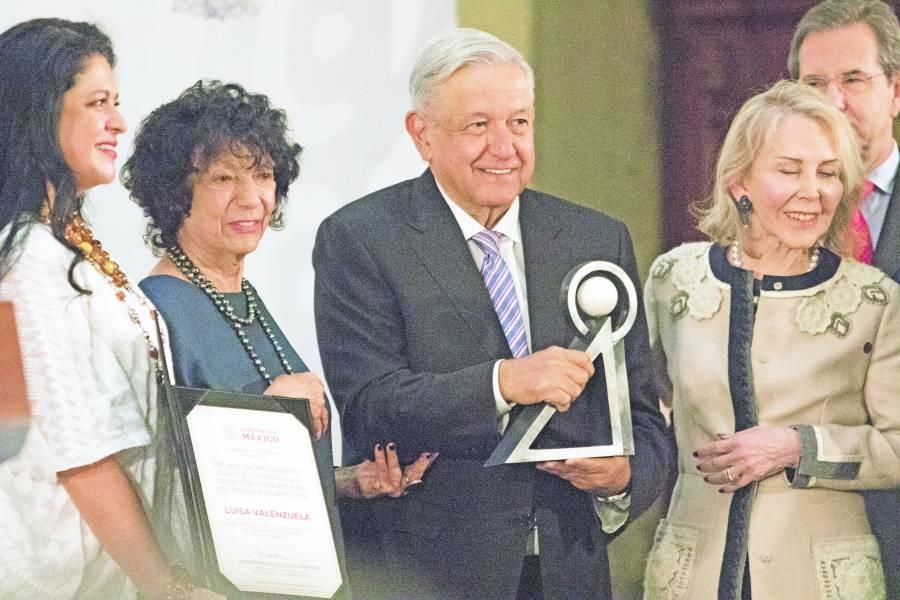 Por primera vez entregan el Carlos Fuentes a una mujer