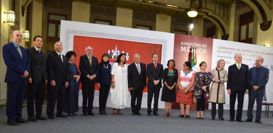 Se compromete AMLO a seguir apoyando la educación pública