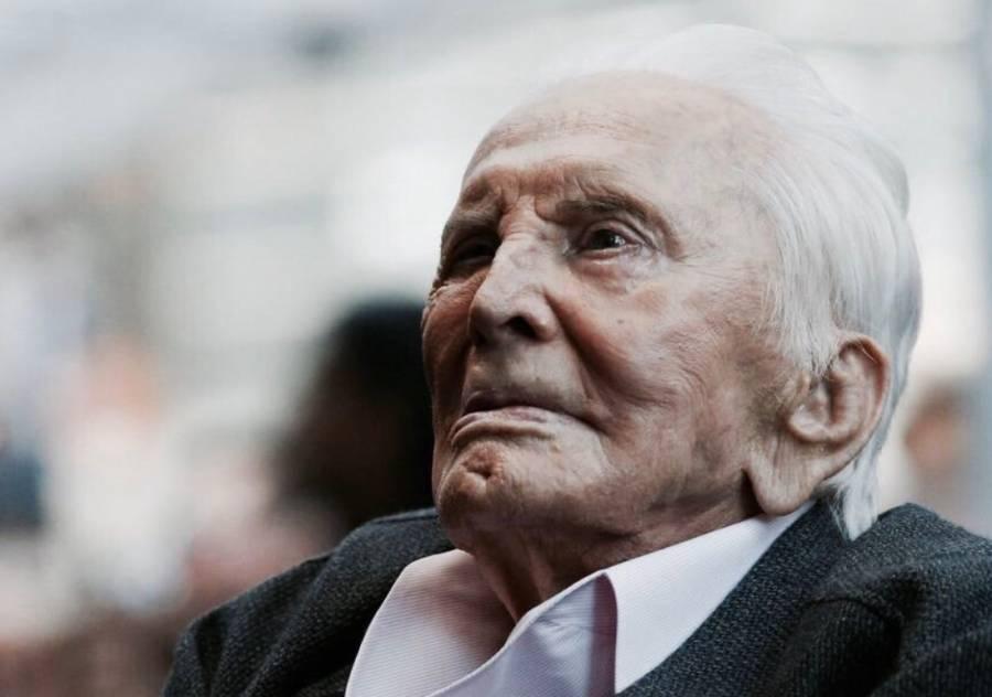 La leyenda Kirk Douglas cumple 103 años