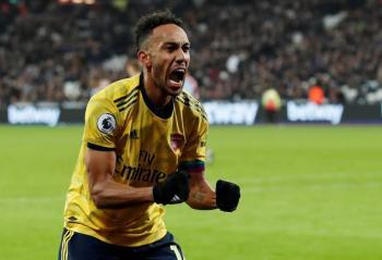 Arsenal gana al West Ham y respira en la Premier League