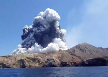 Erupción de volcán en Nueva Zelanda cobra la vida de cinco turistas