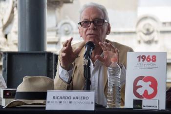 Este es Ricardo Valero, embajador que cacharon cuando hurtaba un libro
