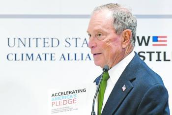 Bloomberg inicia campaña  con bandera ambientalista