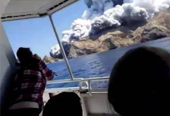 Volcán en erupción complica búsqueda en Nueva Zelanda; suman seis muertos