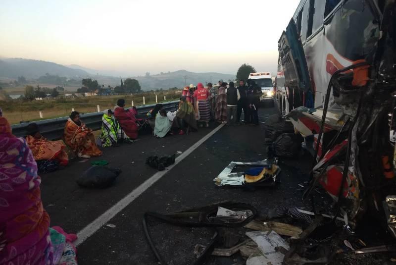 Otro choque entre autobús con peregrinos y tráiler deja 2 muertos y 20 heridos