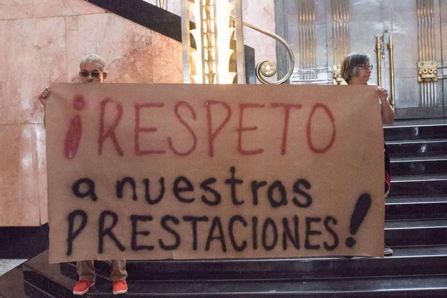 Protestan trabajadores del INBAL; cierran Palacio de Bellas Artes