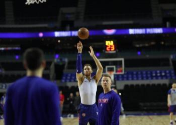 Pistons reconocen cancha de la Arena Ciudad de México