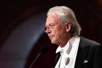 Kosovo declara al Nobel de Literatura Peter Handke