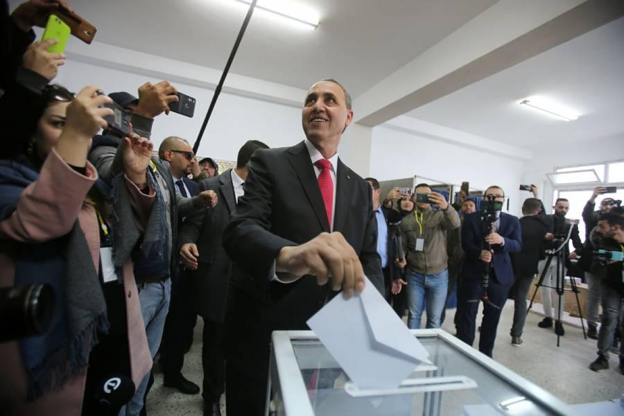 Pese a protestas, inician comicios presidenciales en Argelia