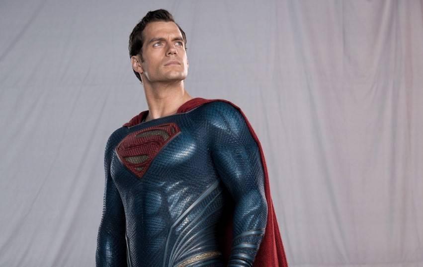 Zack Snyder confirma la existencia de Superman con traje negro en Justice League