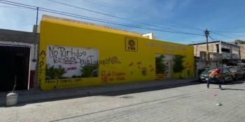 Normalistas de Guerrero vandalizan oficinas estatales del PRD