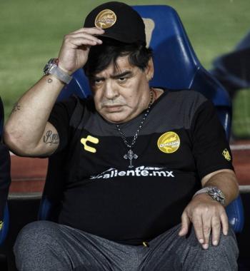 Documental revela mala actitud de Maradona con unos niños