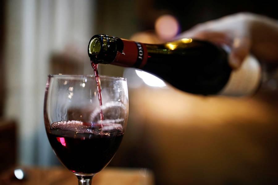 Vino tinto podría prevenir enfermedades y demencias