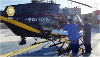 Cóndores trasladan a dos elementos de la Policía Federal por accidente de tránsito