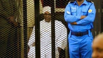 Omar al Bashir es condenado a dos años de confinamiento por corrupción