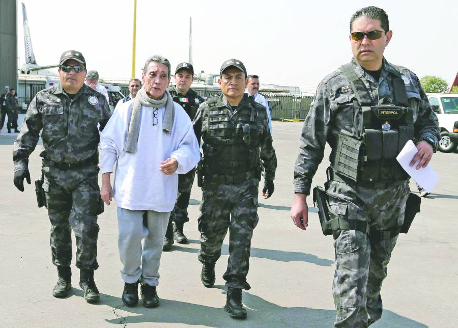 Senadores piden prisión domiciliaria para Villanueva
