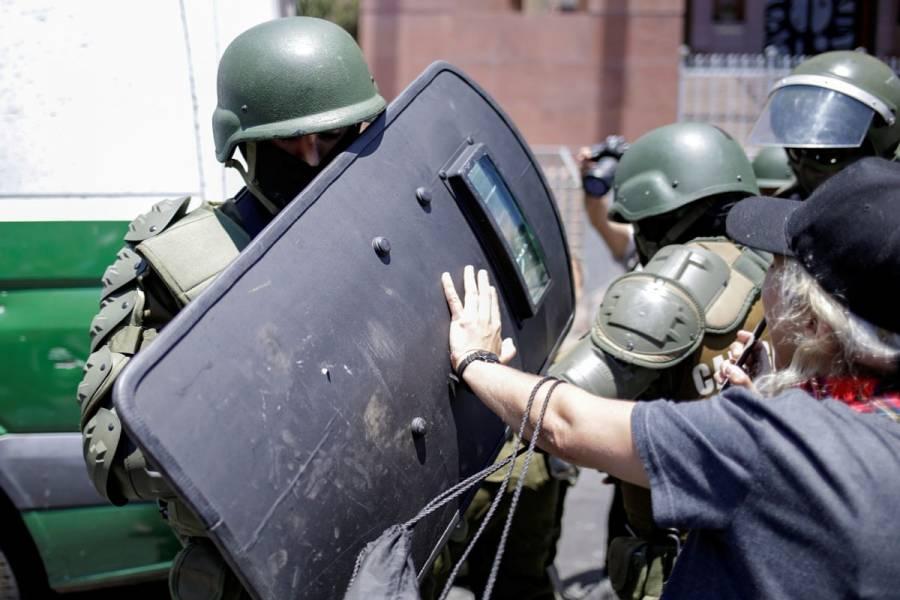 Piñera busca proteger a policías chilenos en medio de protestas