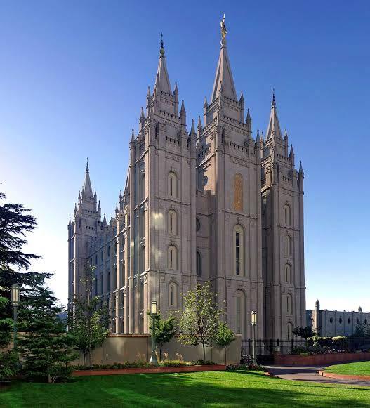Iglesia mormona habría desviado 100 mil millones de dólares